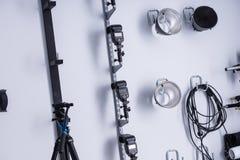 Оборудование освещения в фотографической студии Стоковые Изображения RF