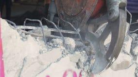 Оборудование робота разрушает стены акции видеоматериалы