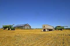 Оборудование сбора в пшеничном поле Стоковая Фотография