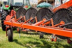 Оборудование сельско-хозяйственной техники грабл сена Стоковая Фотография RF
