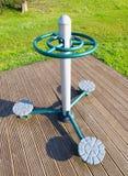 Оборудование тренировки в общественном парке стоковое изображение