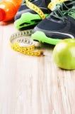 Оборудование фитнеса и здоровое питание Стоковое Изображение RF