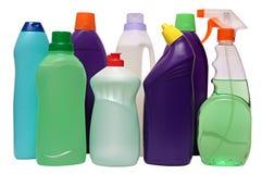 Оборудование чистки изолированное на белой предпосылке покрашенные пластичные бутылки с тензидом Стрельба студии Стоковая Фотография
