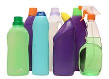 Оборудование чистки изолированное на белой предпосылке покрашенные пластичные бутылки с тензидом Стрельба студии Стоковые Изображения RF