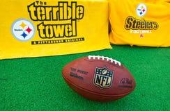 Оборудование NFL Питтсбурга Steelers с bal должностного лица NFL стоковое фото