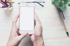 Оборудование Smartphone на столе Смогите быть использовано для объявления стоковые изображения