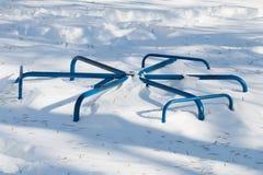 Оборудование Swingset спортивной площадки зимы Стоковое Изображение RF