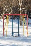Оборудование Swingset спортивной площадки зимы Стоковые Изображения RF