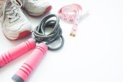 Оборудования, ботинки и измерять-лента спорта на белой предпосылке Стоковое Фото