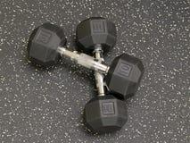 Оборудовани-гантели тренировки в спортзале Стоковая Фотография RF