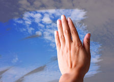 Оботрите голубое небо Стоковые Изображения