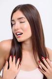 Обольстительная женщина с совершенным стилем причёсок стоковая фотография