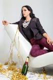 Обольстительное брюнет держа стекло шампанского Стоковое Фото