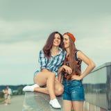2 обольстительных подруги Стоковое Изображение