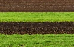 Обрабатываемая земля, вспаханное поле на весне, ландшафте, аграрном, полях Стоковая Фотография