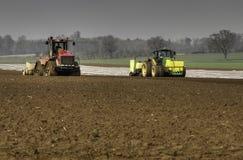 Обрабатываемые земли и сверля маис Стоковое фото RF