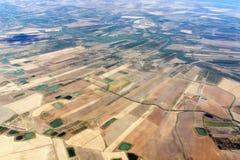 Обрабатыванный землю вид с воздуха полей в Сицилии Стоковые Изображения RF