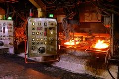 Обрабатывать в формировать машину после печи сталеплавильного производства в smel стоковая фотография rf