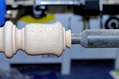 Обрабатывать деревянных заготовок в машине стоковое изображение rf