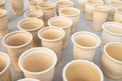 Обрабатывать засыхание вазы гончарни в деревне Trang летучей мыши старой керамической Деревня Trang летучей мыши самое старое и с стоковое изображение