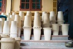 Обрабатывать засыхание вазы гончарни в деревне Trang летучей мыши старой керамической Деревня Trang летучей мыши самое старое и с стоковое изображение rf