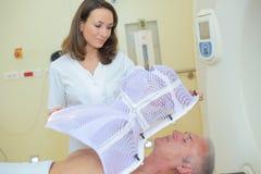 Обрабатывать человека в больнице стоковые фотографии rf