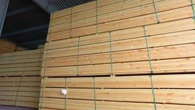 обработка древесины Склад тимберса, строк деревянного бара в складе, большого современного склада акции видеоматериалы
