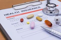 Обработка документов медицинской страховки, медицина, стетоскоп Insura здоровья Стоковая Фотография RF