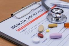 Обработка документов медицинской страховки, медицина, стетоскоп Insura здоровья Стоковое Изображение RF
