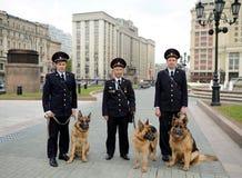 Обработчики полицейской собаки в Москве Стоковые Изображения RF
