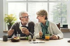 Образа жизни пар выхода на пенсию концепция старшего живущая стоковое изображение