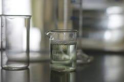Образец воды в стеклянной лампе Стоковые Фотографии RF