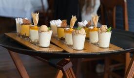 Образец подноса десерта на ресторане в Лиме Перу стоковые фото
