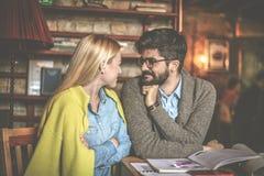 Образование Студенты соединяют на кафе Стоковые Изображения RF