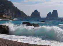 Образование утеса Faraglioni на острове Капри Стоковое Изображение RF