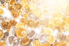 Образуйте колоколы мелочи с лист золотыми и серебряными в тайском виске стоковое изображение