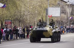 образцы военного оборудования на улицах стоковые фото