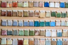 Образцы краски гончарни на стене Стоковое фото RF