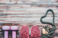 Образы жизни фитнеса, здоровых и активных любят концепцию, гантели, Стоковые Изображения RF
