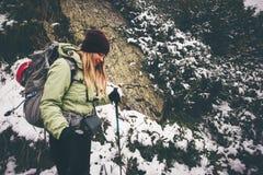 Образ жизни перемещения hiker женщины trekking Стоковая Фотография