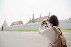 Образ жизни улицы города азиатской женщины туристский Стоковая Фотография