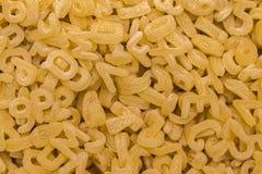 Обрамите вполне лапшей алфавита или макаронных изделий алфавита Стоковые Фотографии RF