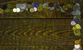 Обрамите угол от монеток нумизматики различного мира старых Стоковые Фото