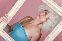 Обрамленная сексуальная женщина. Стоковая Фотография