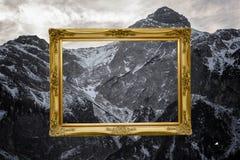 Обрамленный горный вид Стоковая Фотография RF