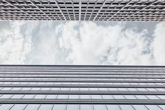 Обрамлять с фасадом офисного здания стоковое изображение