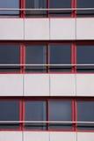 Обрамленная красным цветом текстура окон стоковые изображения rf