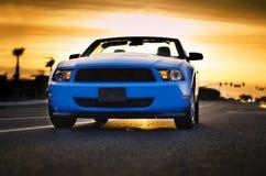 Обратимая предпосылка захода солнца автомобиля мышцы Стоковая Фотография