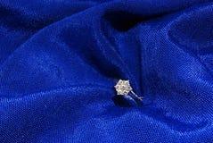 обручальное кольцо 3 диамантов Стоковое фото RF