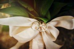 Обручальные кольца на ленте Стоковая Фотография